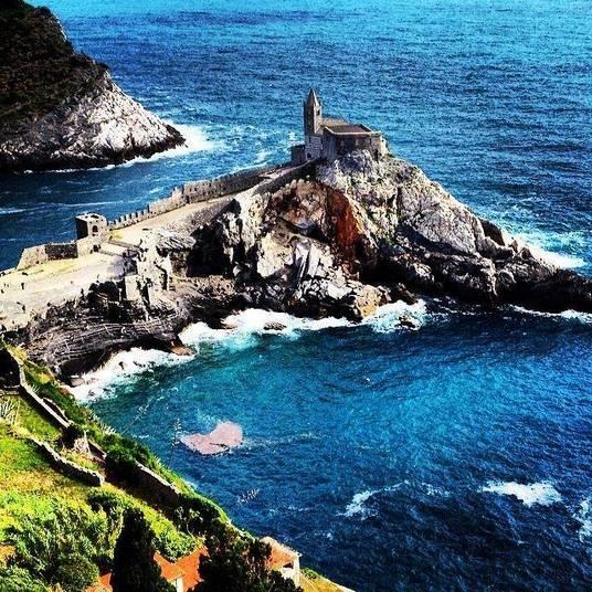 Portovenere, na Itália, possui castelo belíssimo nas rochas, onde são realizados casamentos (foto Pedro Paulo Coelho /Lado B Viagem