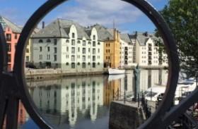 Hotel tem quarto isolado no meio do mar em paraíso na Noruega