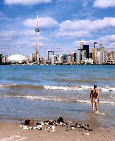 Não pude fotografar um bumbum na praia, mas esse internauta pôde! Achei essa foto no google e mostra bem como é por lá