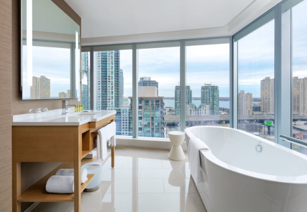Que tal tomar um banho com essa vista urbana no Canadá? (foto: divulgação)