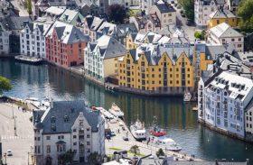 Cinco excelentes motivos para atravessar o mundo e chegar a Ålesund, na Noruega