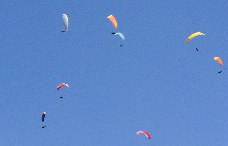 Campeonato Open de parapente deixa o céu de São Pedro coloridíssimo (foto Inahiá Castro)