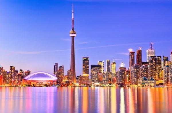 Skyline de Toronto é um dos mais famosos do mundo e agora vira palco de romance real