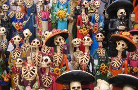 Caveiras simpáticas fazem a festa no Dia de Los Muertos no México