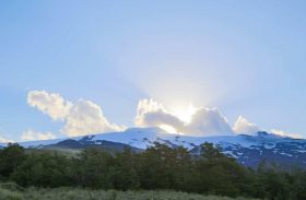 Que tal um brinde ou café da manhã ao pé de vulcão na Patagônia chilena?