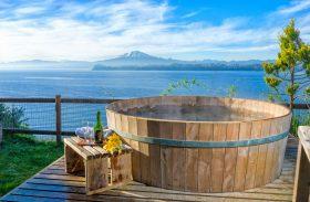 Cabanas na Região dos Lagos têm ofurô de cara para vulcão Osorno