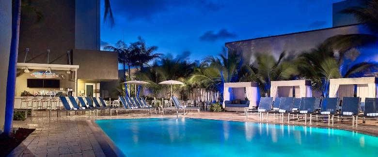 Se quiser ficar de buenas no hotel, aproveite essa piscina