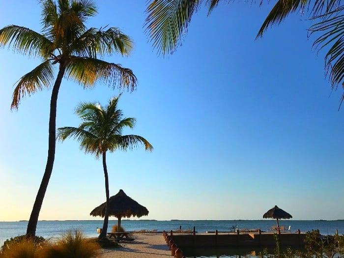 Vista para a Flórida Bay do pier do resort Kona Kai