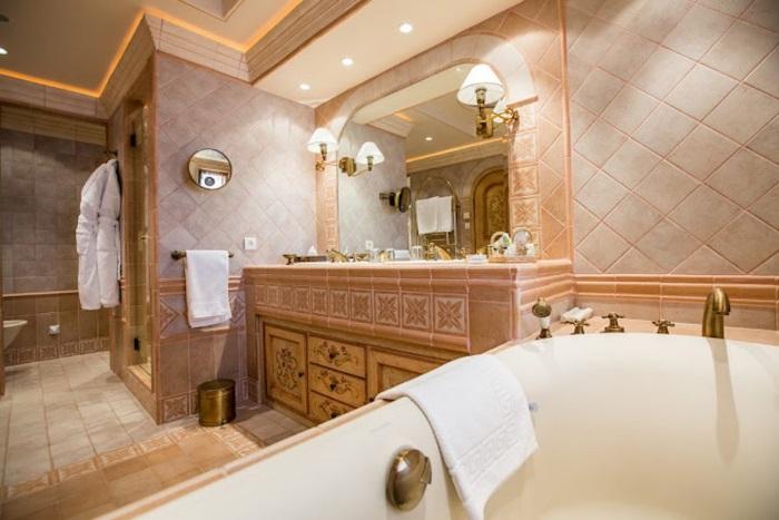 Banheira de relaxamento na suíte do luxuoso 6º andar
