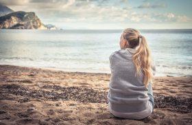 Mulheres ficam mais deprimidas na volta de férias, revela pesquisa