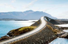 Vídeo 360°: uma volta sobre uma das pontes mais lindas do mundo na Noruega