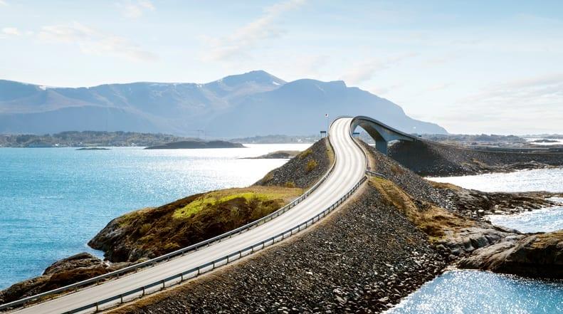 A Storseisundet Bridge [é uma das pontes mais lindas do mundo, na Noruega