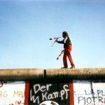 Juggling_on_the_Berlin_Wall_2