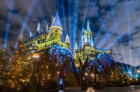 Natal de Harry Potter tem projeções incríveis no castelo na Universal