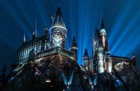 Castelo de Hogwarts ganha projeção especial com magia e bruxaria na Universal