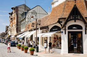 Deauville, a cidade onde Coco Chanel desafiou o espartilho da Belle Époque