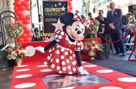 Partiu, Hollywood! Minnie ganha estrela na calçada da fama