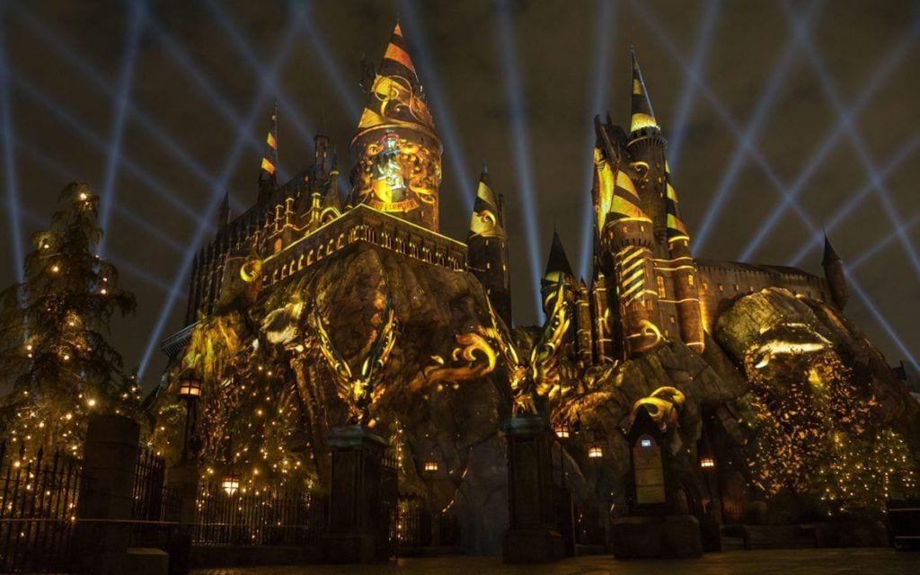 The-Nighttime-Lights-at-Hogwarts-Castle-Hufflepuff-1170x731