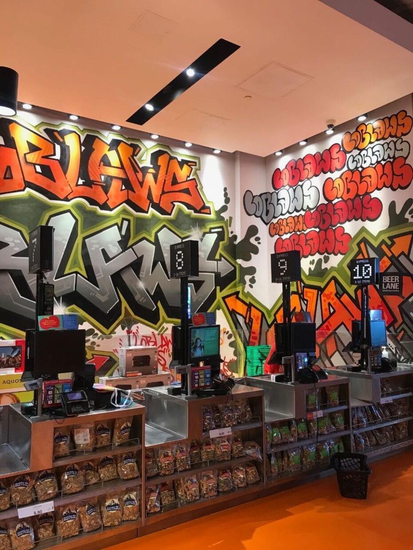 d7c2ef367 Grafite dentro do supermercado Loblaws