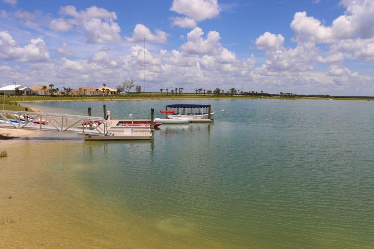 Lagoa traz qualidade de vida aos moradores e permite esportes na água - Divulgação/ PureFlorida.com